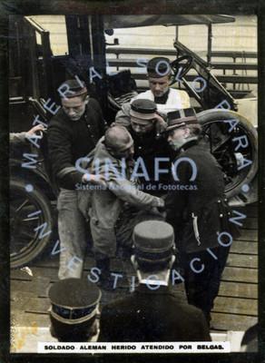 Soldado alemán herido atendido por belgas