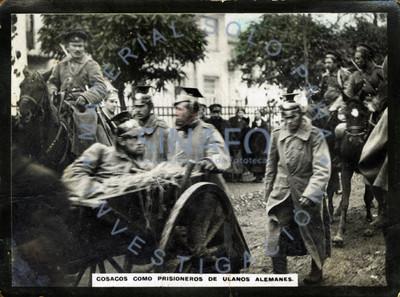 Cosacos como prisioneros de ulanos alemanes