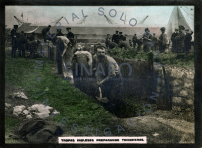 Tropas inglesas preparando trincheras
