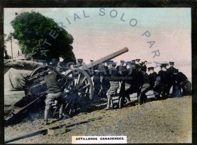 """""""Artilleros canadienses"""" remolcando un cañón"""