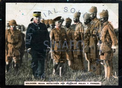 Soldados indios (sic) Hidús revisados por oficiales ingles y francés