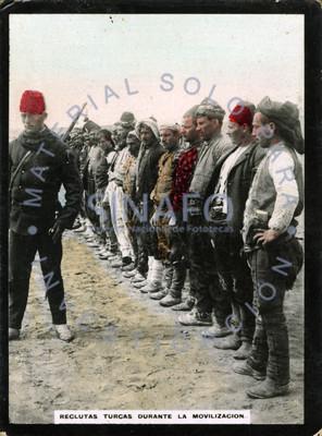 Reclutas turcos durante la movilización