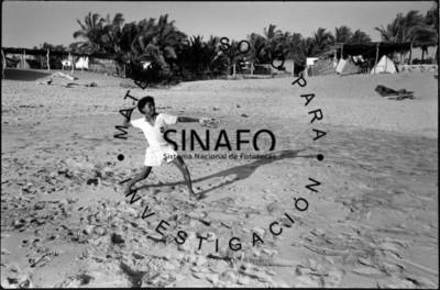 Raúl jugando cachadas Playa Ventura