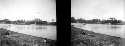 Vista del lago y las islas en Chapultepec desde el lado poniente, estereoscópica
