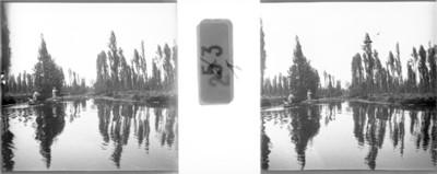 Hombres en el lago de Xochimilco