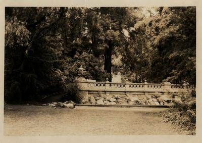 Balaustrada y fuente en el Bosque de Chapultepec