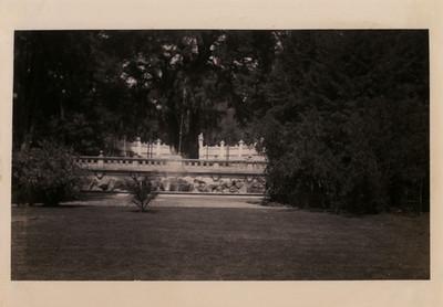 Balaustrada y parte de la tribuna monumental del Bosque