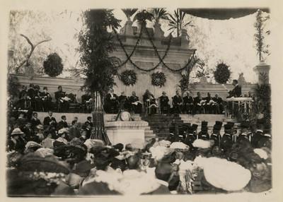 Tribuna monumental utilizada en la fiesta anual del Colegio Militar