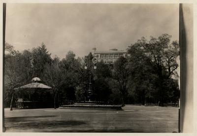Glorieta del candelabro en el Bosque de Chapultepec