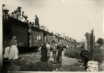 Tren militar en la estación de Tacuba
