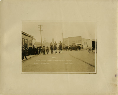 Entrada triunfal a C. Juárez, Pascual Orozco, F[rancisco] Villa y R. Madero