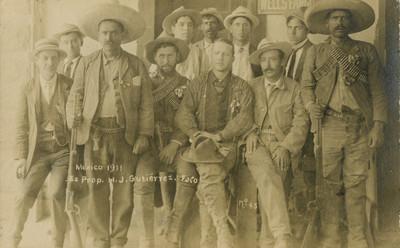 Revolucionarios maderistas, retrato de grupo, tarjeta postal