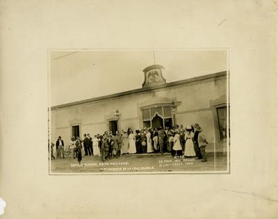 Familia Madero, Srita. Arizmendi y miembros de la Cruz Blanca