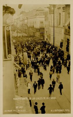 Manifestantes en las calles de la ciudad