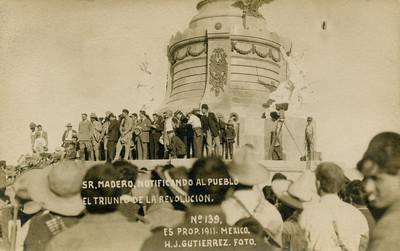 Sr. Madero notificando al pueblo el triunfo de la Revolución