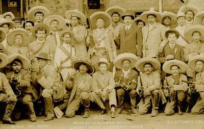 Paseo de la Reforma. México. Coronel Macías y su estado Mayor