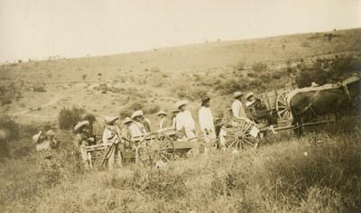 Zapatistas avanzan por un cerro