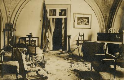 Habitación destruida durante la decena trágica, tarjeta postal