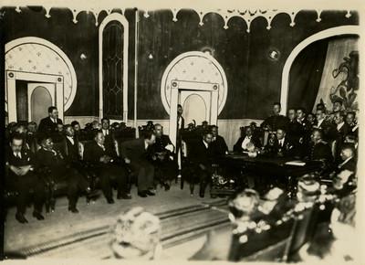 Saturnino Cedillo durante una reunión con militares