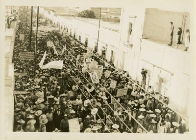 Manifestación de campesinos y obreros en favor de Juan Andrew Almazán
