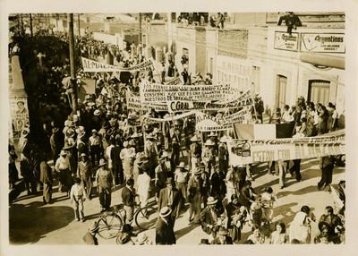 Manifestación de ferrocarrileros en apoyo a la campaña de Juan Andrew Almazán