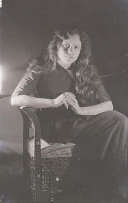 Mujer sentada, retrato