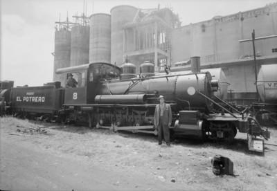 """Hombre junto al Ferrocarril """"Ingenio El Protero"""""""