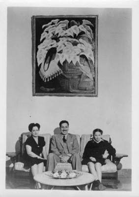 Miguel Alemán Valdés acompañado de su esposa e hija, retrato