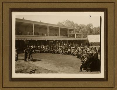 Militares y funcionarios, retrato de grupo