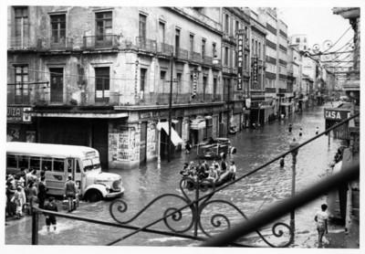 Avenida 16 de septiembre inundada