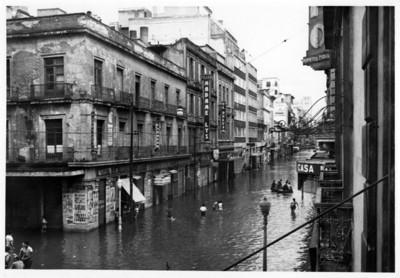 Calle 16 de septiembre inundada