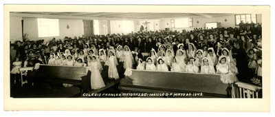 """Primera comunión grupal en el """"Colegio Francés Mayorazgo"""""""