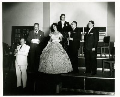 Norma Herrera durante su coronación como reina de belleza