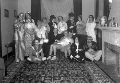 Personas en una fiesta de disfraces