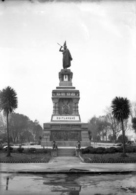 Monumento a Cuauhtémoc, vista frontal