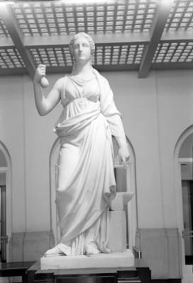 Escultura El Ahorro, vista frontal
