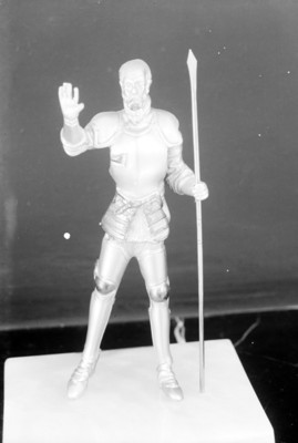 Guerrero con lanza, escultura