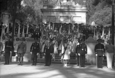 Cuerpo militar en ceremonia en la Tribuna Monumental de Chapultepec