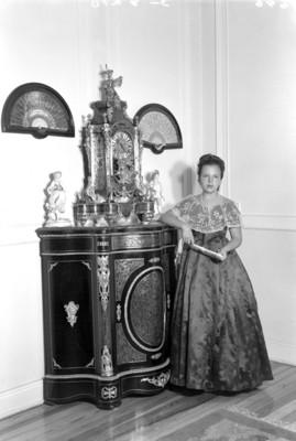 Mujer con abanico, retrato