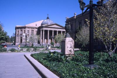 Teatro de la Paz desde la Plaza de Armas, San Luis Potosí
