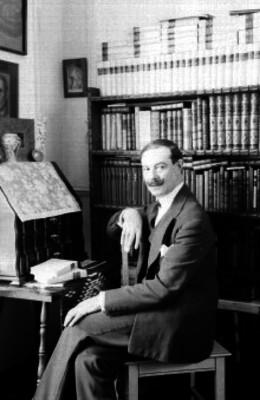 Artemio del Valle Arizpe, Historiador y Abogado en una biblioteca, retrato