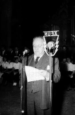 José Vasconcelos, haciendo uso de la palabra, durante una ceremonia en el auditorio Simón Bolivar de San Ildefonso