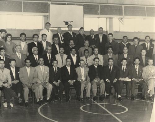 Virgilio Cárdenas, Rafael Galván, Luis Aguilar Palomino con otros personajes, retrato de grupo