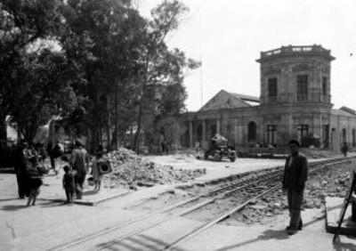 Obras de construcción en calles de servicio de la estación de ferrocarriles de Peralvilla