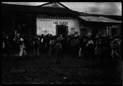 Partidarios de Carlos Riva Palacio y Luis Montes de Oca se manifiestan en calles de un poblado