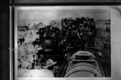 Fuerzas revolucionarias en un tren, desplazamiento para combate