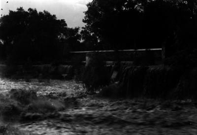 Río con cascadas, paisaje