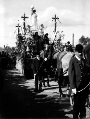 Carro alegórico de la Cía. de Luz y Fuerza, participa en el desfile de los festejos del Centenario