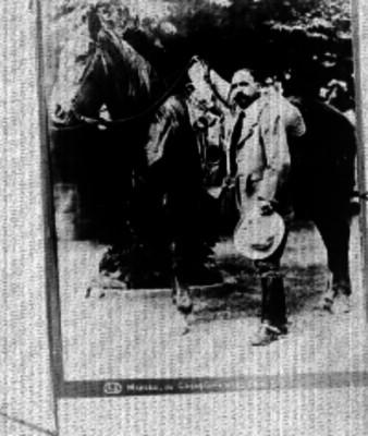 Madero de pie junto a caballo, retrato