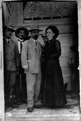 Francisco I. Madero y su madre Mercedes González de Madero, retrato